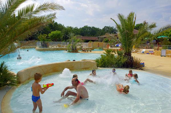 Camping l 39 evasion midi pyr n es for Camping cahors piscine